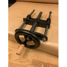 Regular Front Vise with wheel
